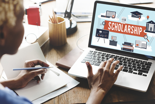 5 Tips for Obtaining Scholarships to Online Colleges