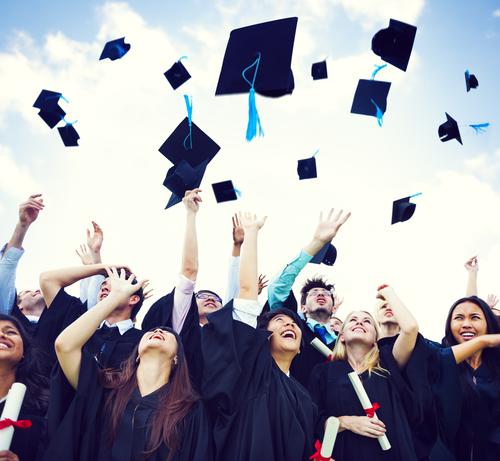 Do Online Colleges Have Graduation Ceremonies